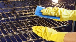 The easy way to clean an oven